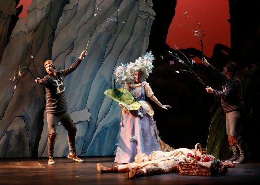 Viktor Lukawski and Lenard Stanga (puppeteers)